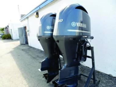 2017 Used Pair Yamaha 300HP 4-Stroke Outboard Motor Engine Moteurs