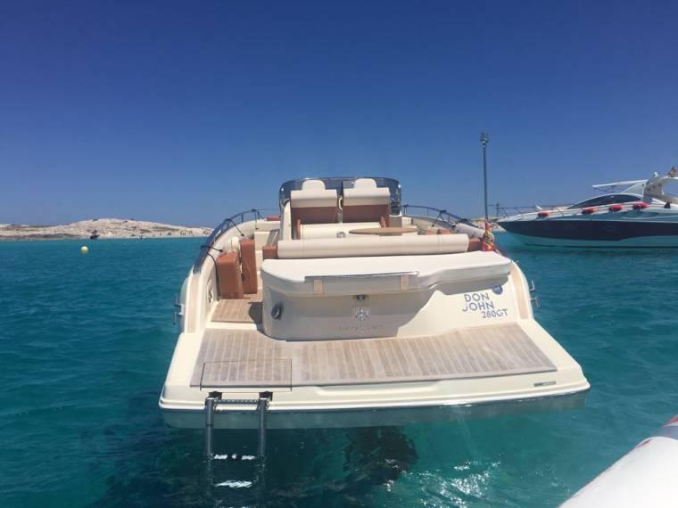 location invictus 280 gt bateau avec cabine 52695 inautia. Black Bedroom Furniture Sets. Home Design Ideas