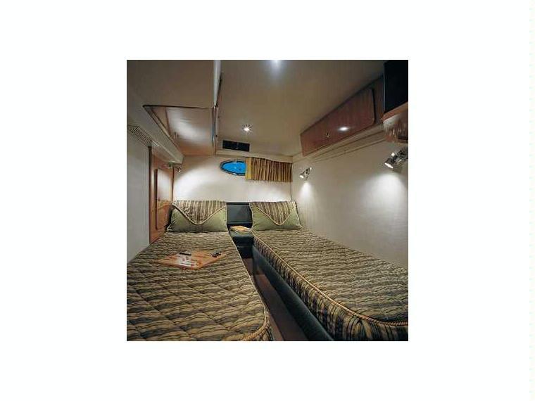 bateau regal commodore 3860 inautia. Black Bedroom Furniture Sets. Home Design Ideas