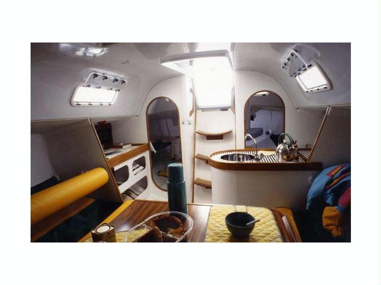 Bateau beneteau first class europe inautia for First class 8 interieur