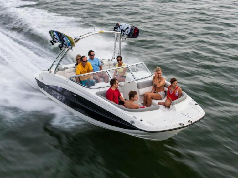 Bayliner 215 Deck Boat Bateau open