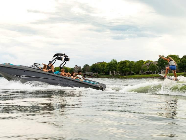 Bayliner Heyday WT-Surf Vedette rapide
