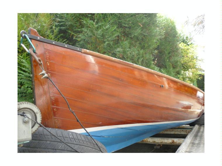 barque acajou en haute savoie llauts moteur d 39 occasion 48535 inautia. Black Bedroom Furniture Sets. Home Design Ideas