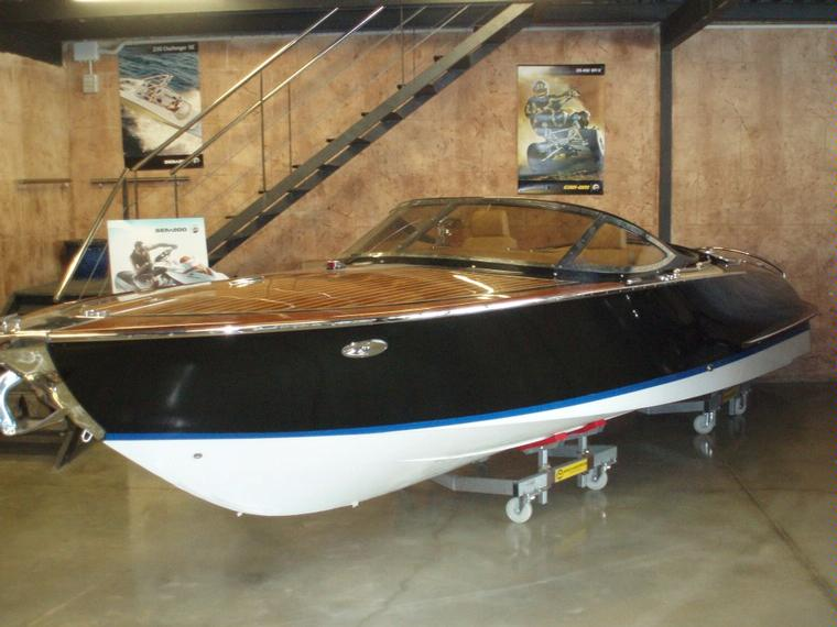 kral riva en madrid bateaux moteur d 39 occasion 54486 inautia. Black Bedroom Furniture Sets. Home Design Ideas