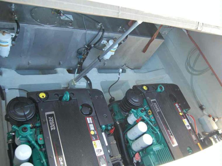 bavaria 37 sport hard top diesel en umag aci marina bateaux moteur d 39 occasion 51556 inautia. Black Bedroom Furniture Sets. Home Design Ideas