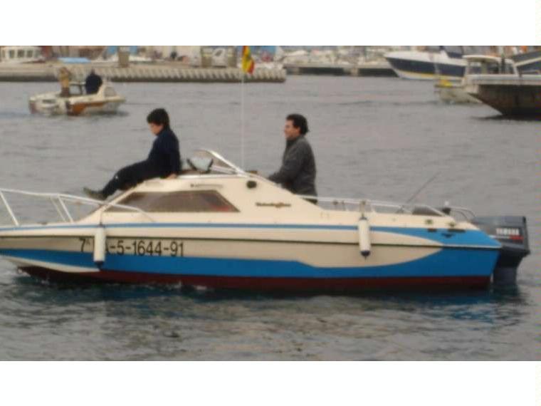 glastron mini day en port de matar bateaux moteur d 39 occasion 50514 inautia. Black Bedroom Furniture Sets. Home Design Ideas