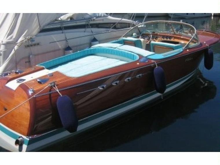 riva aquarama super en alpes maritimes bateaux moteur d 39 occasion 84849 inautia. Black Bedroom Furniture Sets. Home Design Ideas