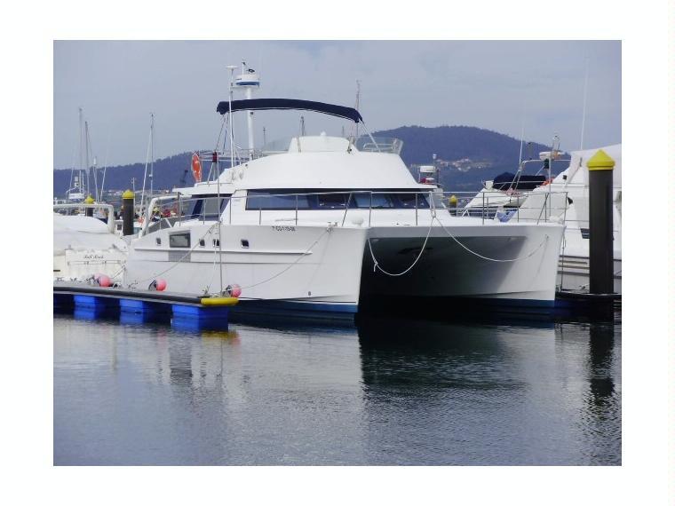 cumberland 44 en valence catamarans moteur d 39 occasion 70695 inautia. Black Bedroom Furniture Sets. Home Design Ideas