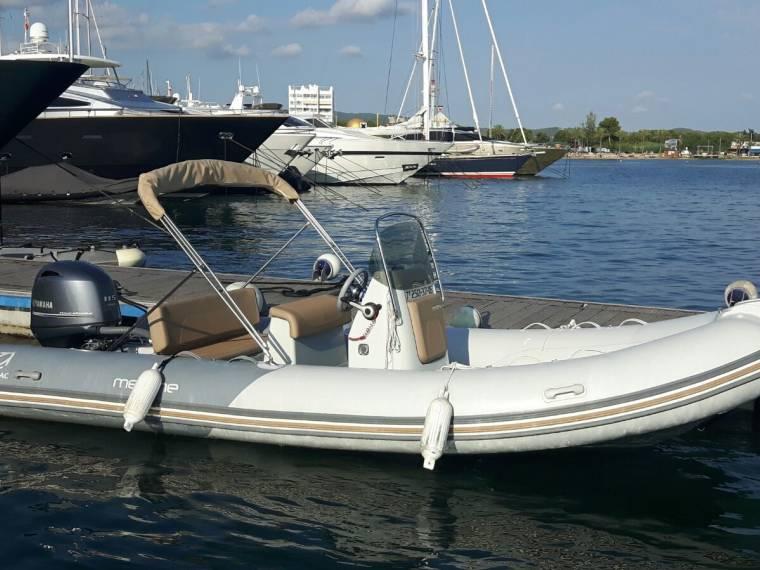 zodiac medline 580 en barcelone bateaux semi rigides d 39 occasion 66506 inautia. Black Bedroom Furniture Sets. Home Design Ideas