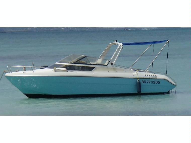 jeanneau leader 650 en grande terre bateaux moteur d 39 occasion 55694 inautia. Black Bedroom Furniture Sets. Home Design Ideas