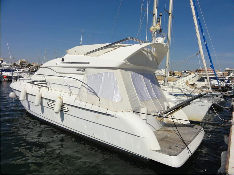 astondoa 39 fly bridge helice de proa en cn villa san pedro yacht moteur d 39 occasion 56656. Black Bedroom Furniture Sets. Home Design Ideas