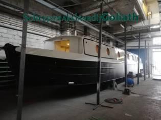 Wide Beam Houseboat