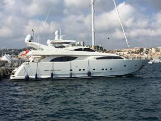 Ferretti Yachts Custom Line 94