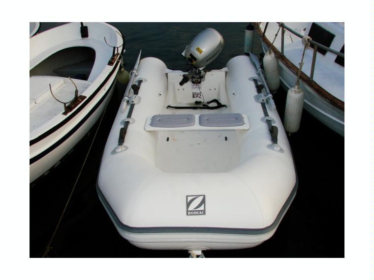 zodiac yachtline 310 rib en barcelone pneumatiques d 39 occasion 57495 inautia. Black Bedroom Furniture Sets. Home Design Ideas