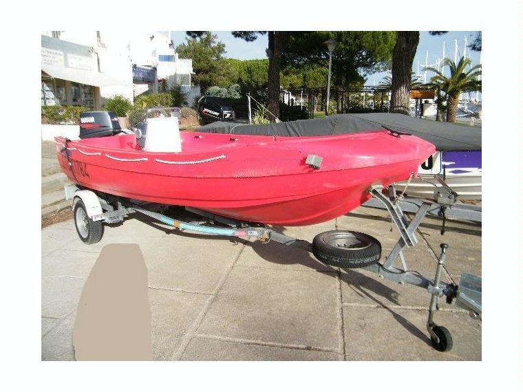 fun yak 450 en port camargue bateaux moteur d 39 occasion 51486 inautia. Black Bedroom Furniture Sets. Home Design Ideas