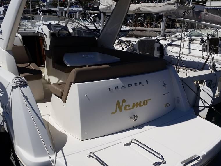 jeanneau leader 8 premiere en france bateaux open d. Black Bedroom Furniture Sets. Home Design Ideas