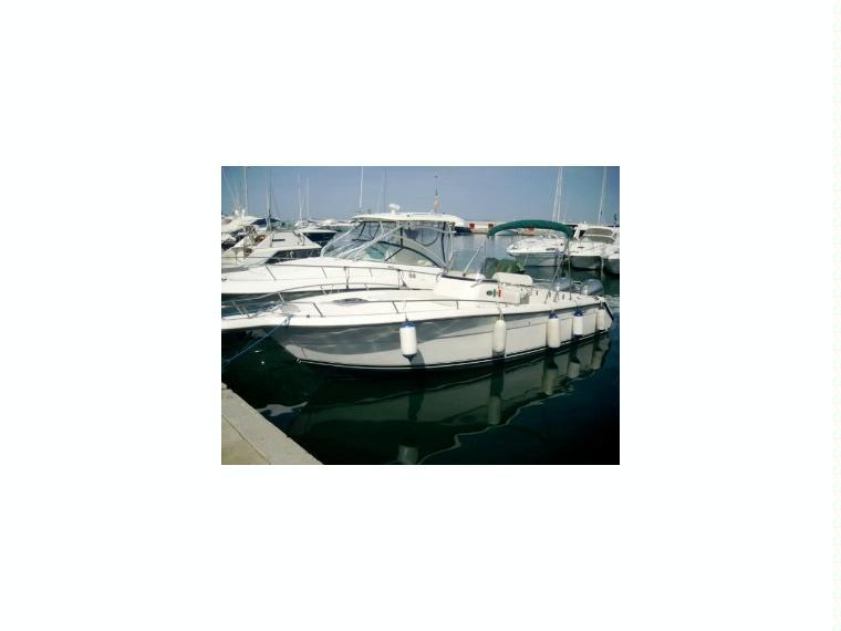 2670 cuddy center console en toscane bateaux moteur d for 2670 5