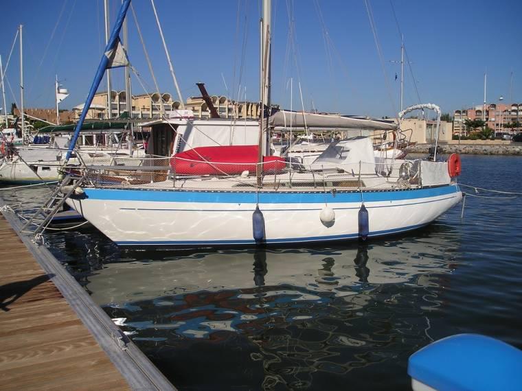 yachting france jouet 32 en port camargue