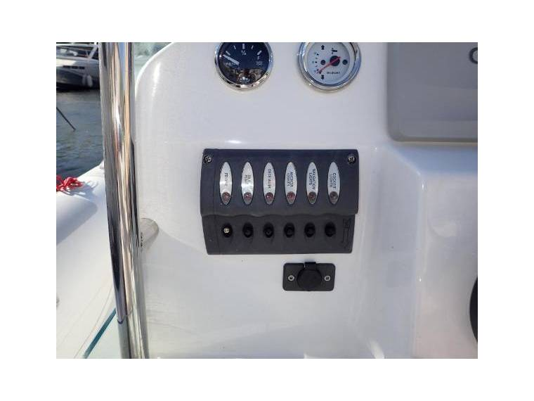 eos boat 660 en var pneumatiques d 39 occasion 52539 inautia. Black Bedroom Furniture Sets. Home Design Ideas