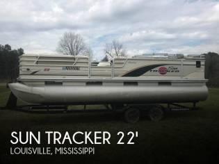Sun Tracker Regency 22 Party Barge