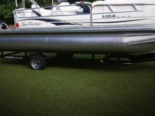 Sun Tracker 21 Party Barge Signature Series