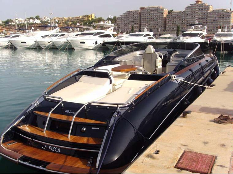 riva 44 rivarama en majorque bateaux moteur d 39 occasion 49555 inautia. Black Bedroom Furniture Sets. Home Design Ideas