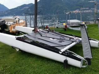 Catamarano Classe A con Foils (Titan Kamiski)