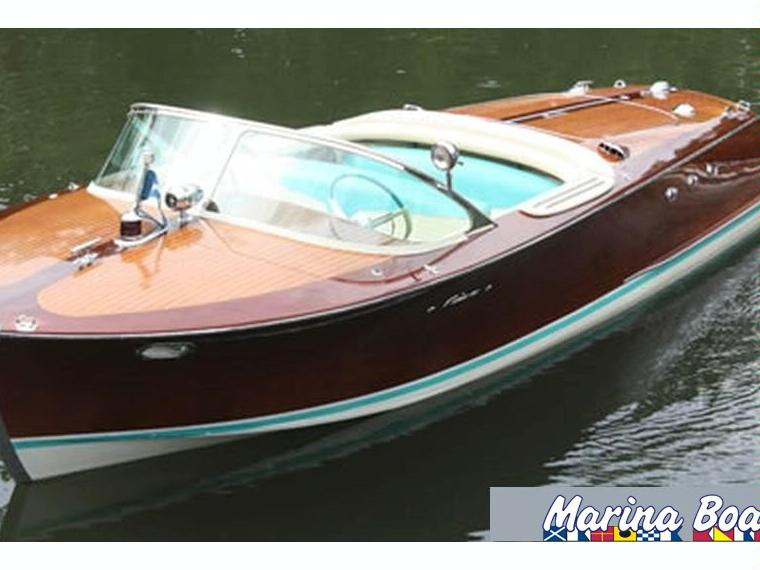 riva ariston en port ginesta bateaux moteur d 39 occasion 05254 inautia. Black Bedroom Furniture Sets. Home Design Ideas