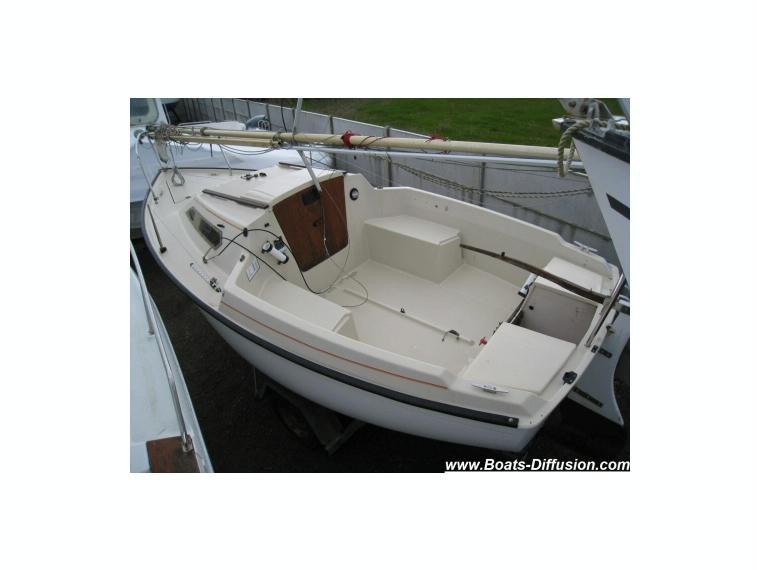 california 550 ec38523 en loire atlantique voiliers d. Black Bedroom Furniture Sets. Home Design Ideas