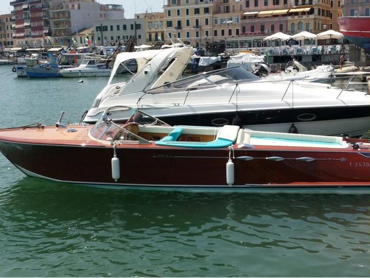 bateau a moteur rio