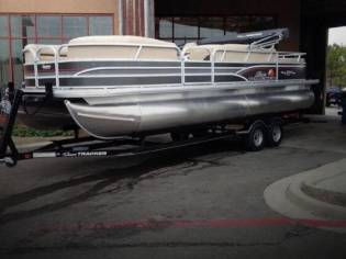 Sun Tracker Party Barge 24 DLX Signature Series
