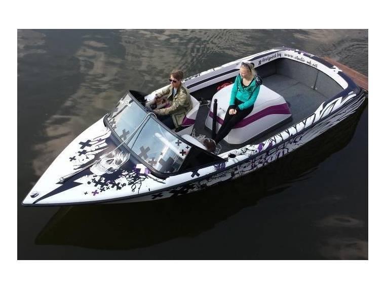 correct craft ski nautique en allemagne bateaux moteur d 39 occasion 99955 inautia. Black Bedroom Furniture Sets. Home Design Ideas