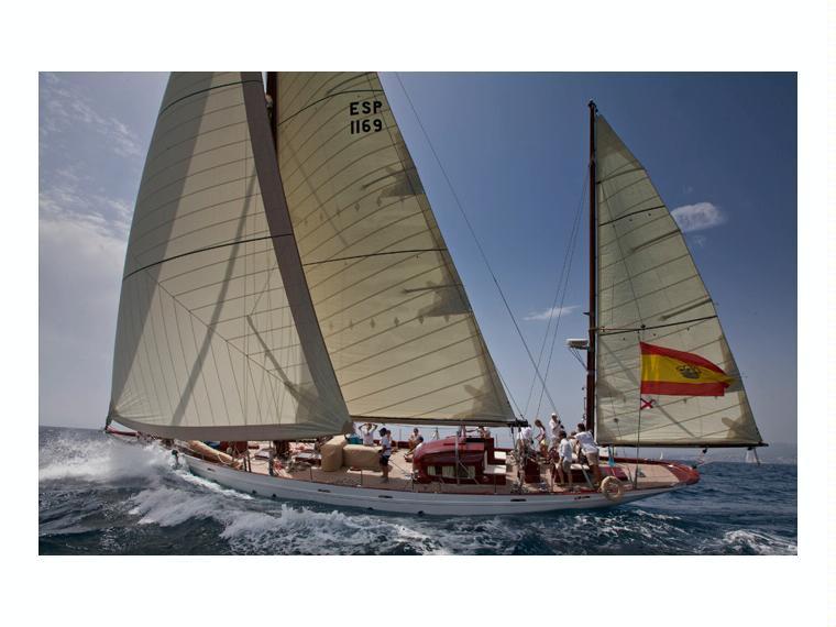 berthon shipyard  mylne design classic marconi yawl en majorque