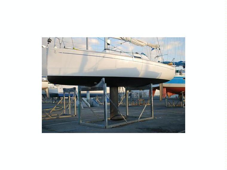 First 27 7 precio reducido en marina d emp riabrava for Salon nautique empuriabrava