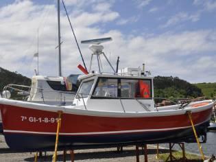 Embarcación a motor con cabina
