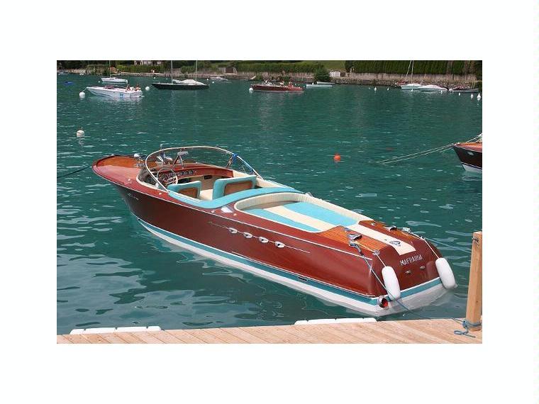 riva super aquarama en italie bateaux moteur d 39 occasion 51100 inautia. Black Bedroom Furniture Sets. Home Design Ideas