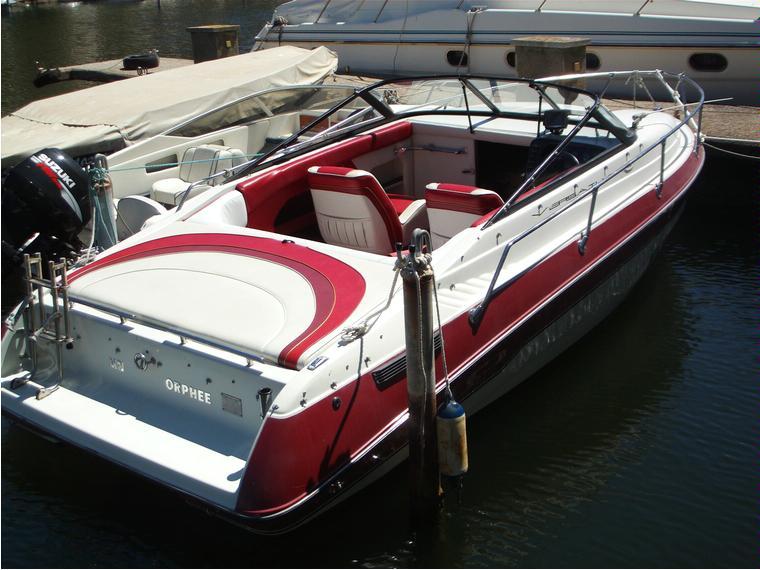 bateau a moteur vip