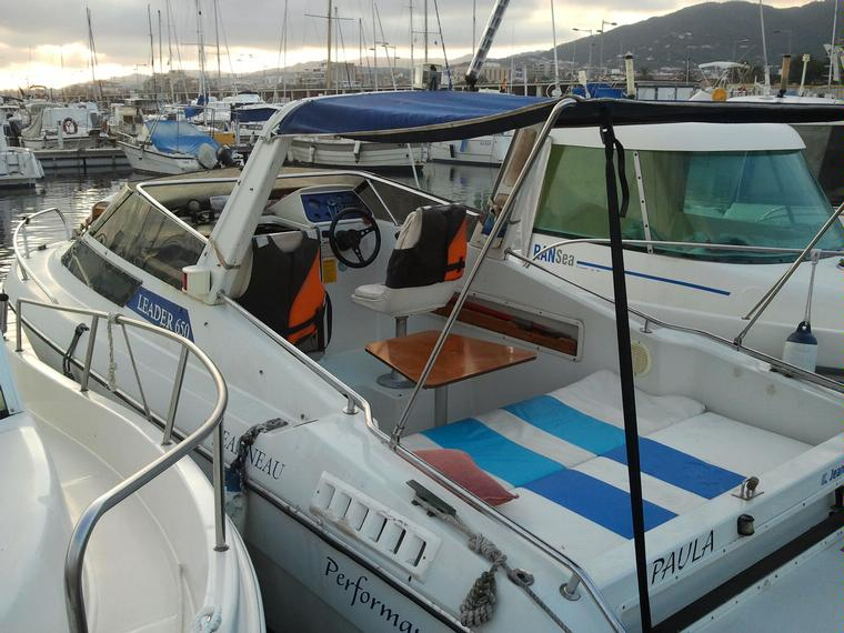 jeanneau leader 650 en marina port premi bateaux moteur d 39 occasion 54655 inautia. Black Bedroom Furniture Sets. Home Design Ideas