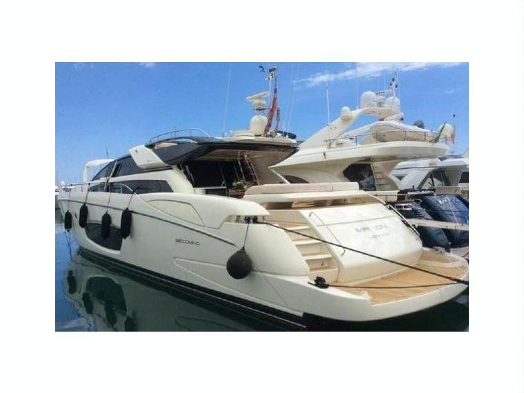 riva 86 domino en italie yacht moteur d 39 occasion 10053 inautia. Black Bedroom Furniture Sets. Home Design Ideas