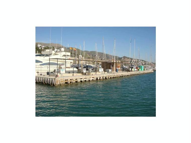 Port ginesta port de plaisance en barcelone inautia - Port de plaisance barcelone ...