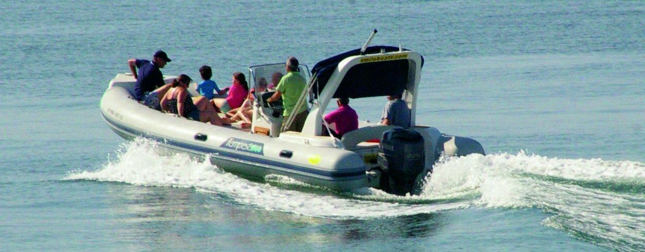 Smile Boat Rental Photo 2