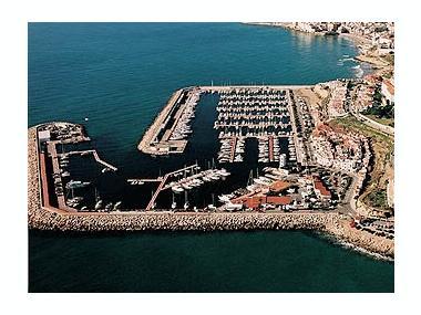 Port de sitges aiguadol ports de plaisance en barcelone inautia - Port de plaisance barcelone ...