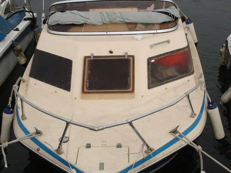 glastron mini day en port de matar bateaux moteur d 39 occasion 94450. Black Bedroom Furniture Sets. Home Design Ideas