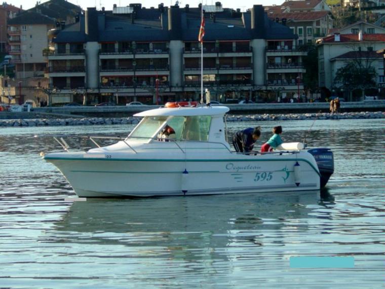 ocqueteau 595 timonerie en biscaye bateaux avec cabine d 39 occasion 68526 inautia. Black Bedroom Furniture Sets. Home Design Ideas