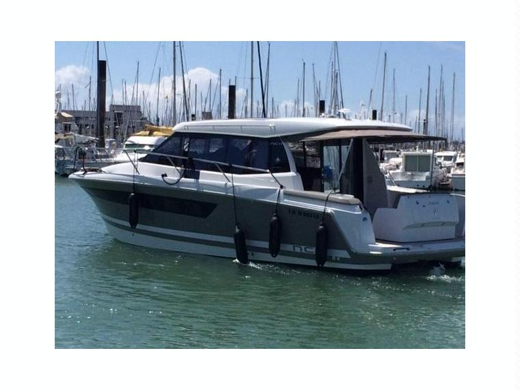 jeanneau nc 11 en france bateaux moteur d 39 occasion 25448. Black Bedroom Furniture Sets. Home Design Ideas