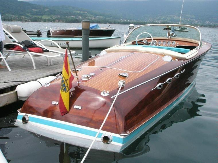 riva ariston en port forum bateaux moteur d 39 occasion 56525 inautia. Black Bedroom Furniture Sets. Home Design Ideas