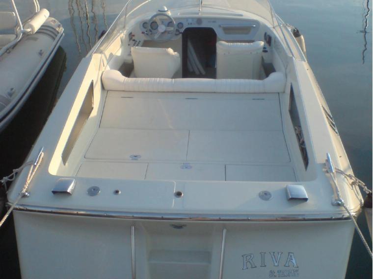 riva st tropez en ibiza bateaux moteur d 39 occasion 49695 inautia. Black Bedroom Furniture Sets. Home Design Ideas