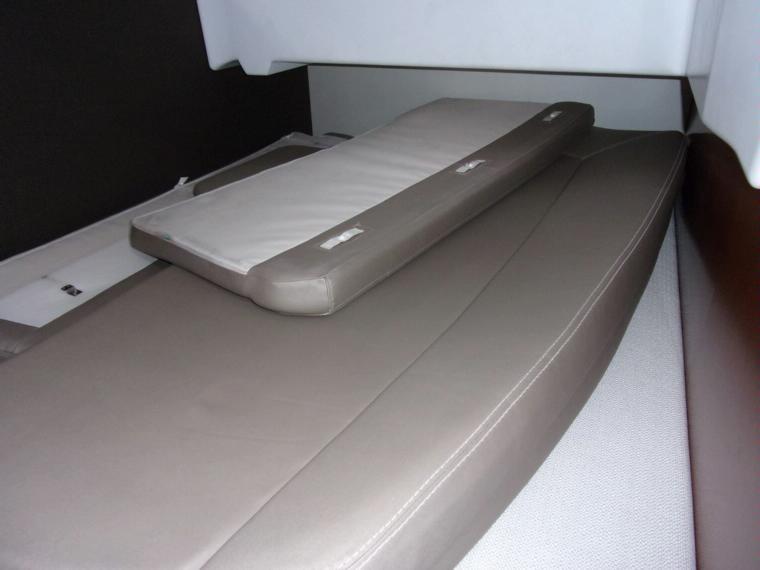 jeanneau nc 11 en var bateaux moteur d 39 occasion 52685 inautia. Black Bedroom Furniture Sets. Home Design Ideas